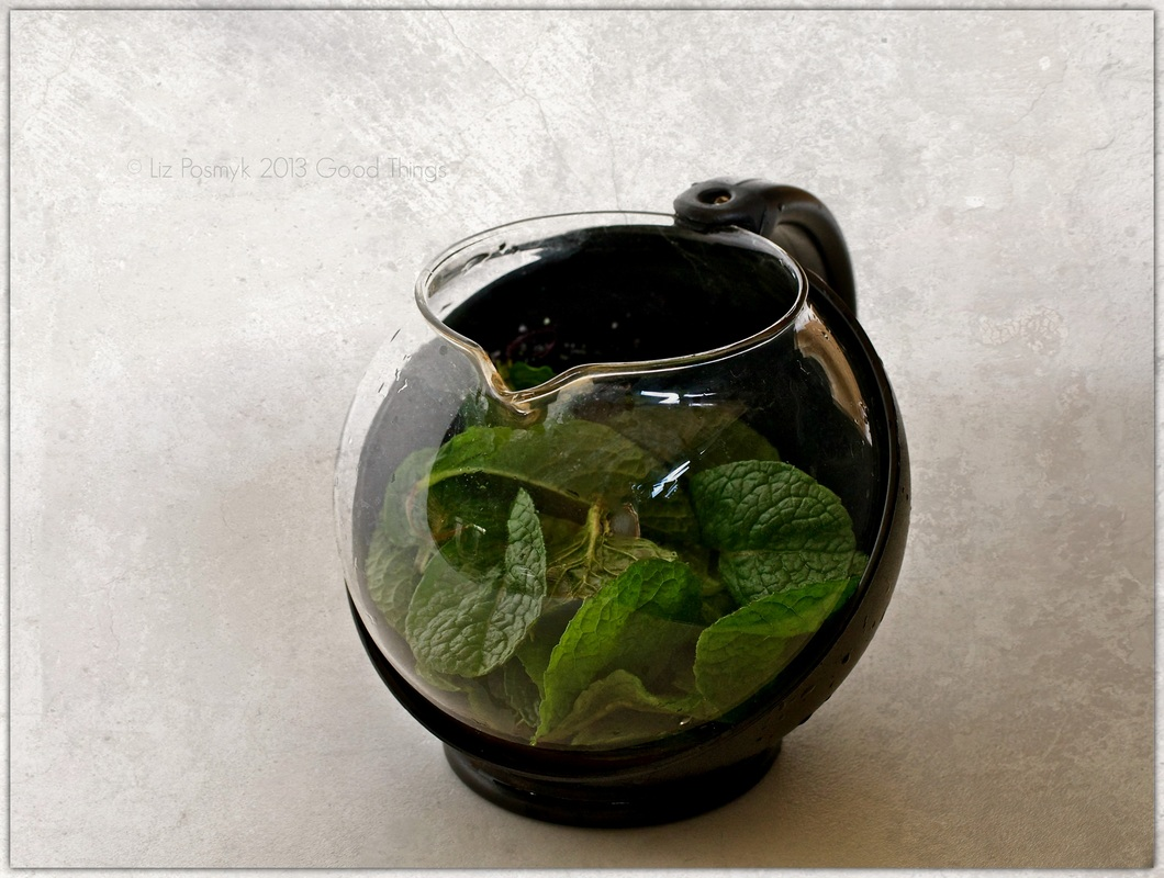 Infusing mint leaves