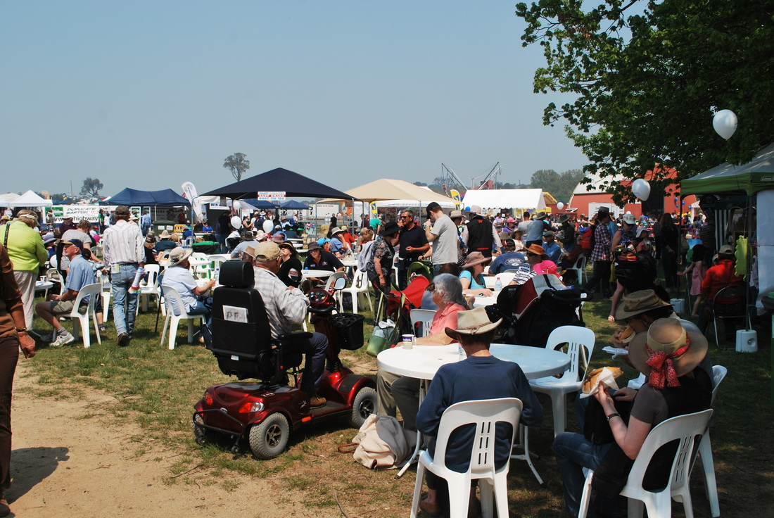 Crowds at the Murrumbateman Field Days
