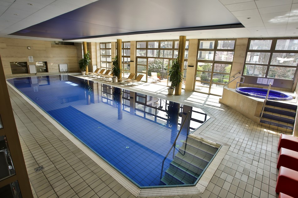 Swimming pool and spa at the Adina Apartment Hotel Budapest
